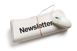 "NewsLetter – Quotidiano ripiegato con titolo ""Newsletter"" e mouse collegato"
